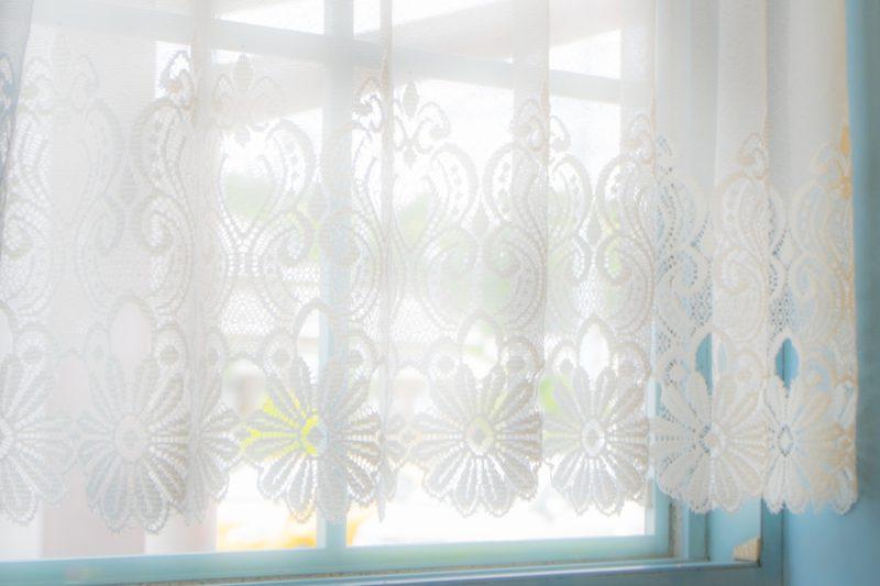 光さすカーテン
